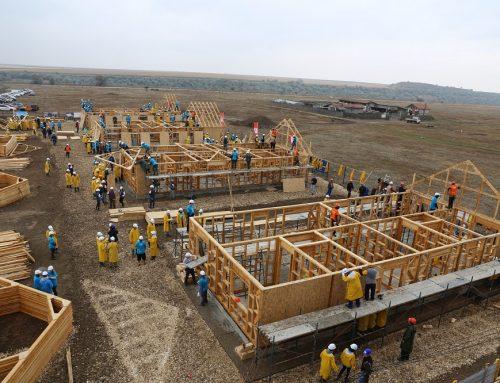100 de angajați Kaufland România s-au înscris pentru construirea a 8 case în 5 zile